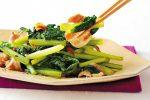 さっと炒めるだけでメインのおかずに!「小松菜と豚肉の炒め物」の簡単レシピ