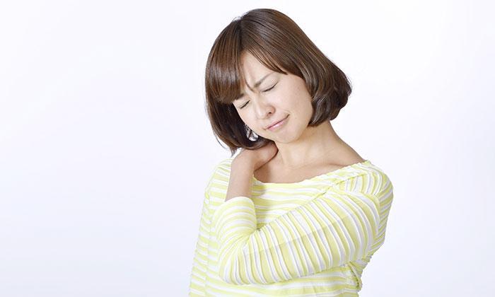 夏に「首や背中が痛い」時は心臓に注意、心臓ケアの方法