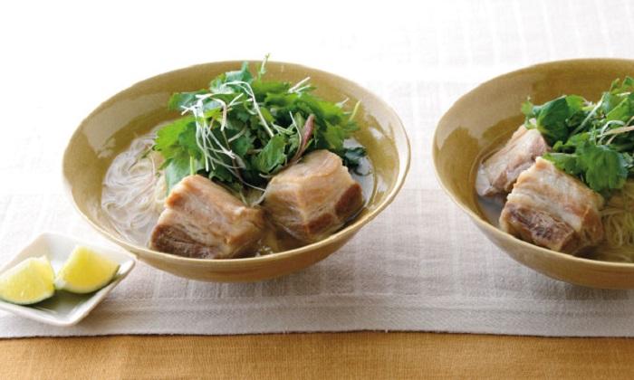 かぼすを入れてサッパリ「塩豚スープの香り菜麺」レシピ