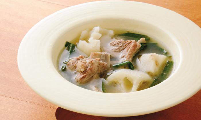 「れんこんとスペアリブのガーリックスープ」のレシピ