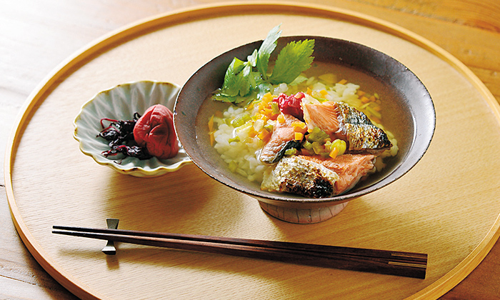 塩鮭を使ったじっくり野菜だしの「鮭茶漬け」レシピ