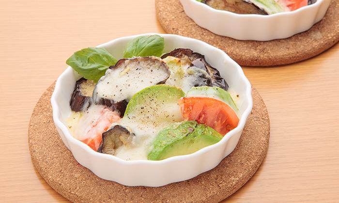 「トマトとアボカド、揚げ茄子のチーズ焼き」レシピ