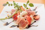 「イチゴと生ハム、モッツァレラチーズのカプレーゼ」レシピ
