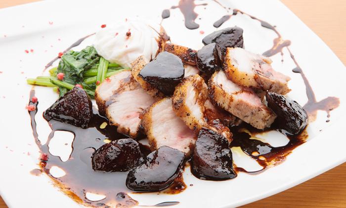 豚バラのロースト ポーチドエッグ添え 柿とバルサミコのソースのレシピ(作り方)