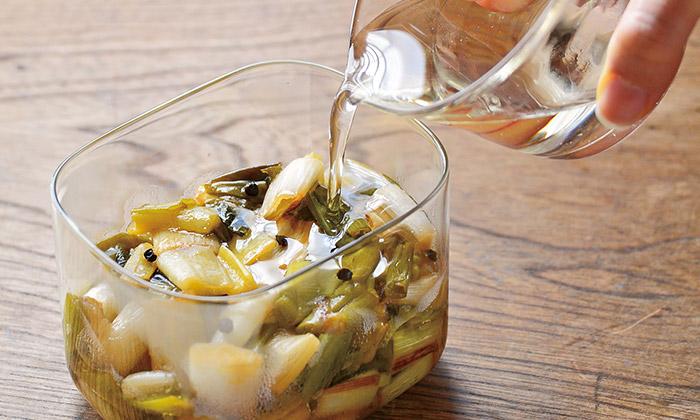 長ねぎの保存・常備菜におすすめの「長ねぎのオイル漬け」レシピ