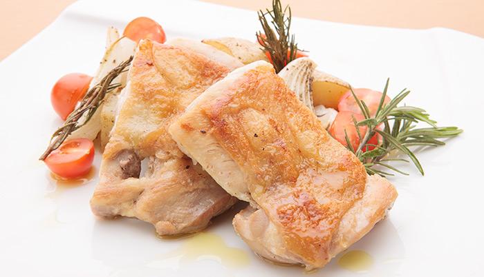 鶏もも肉とじゃがいものオーブン焼きローズマリー風味のレシピ