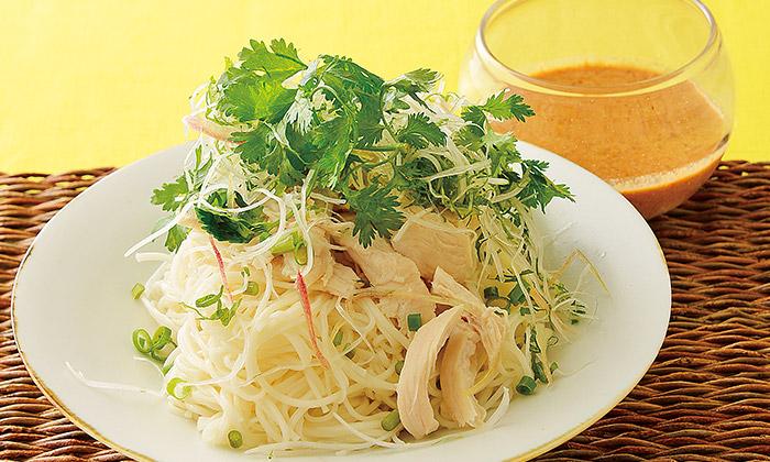 薬味たっぷりのピリ辛麺