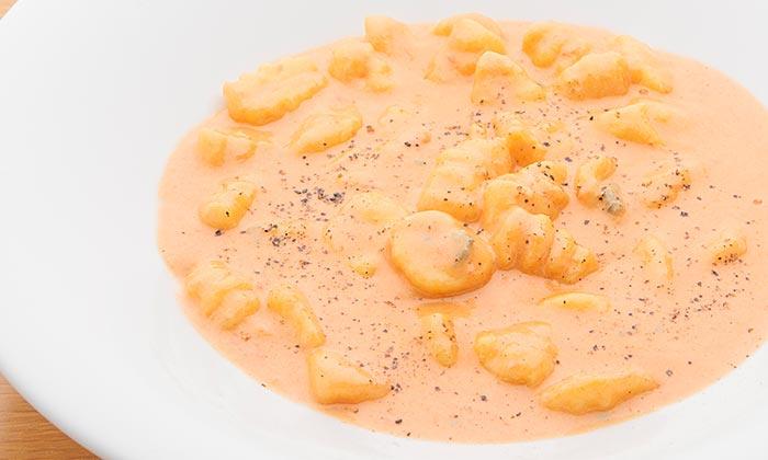 じゃがいものニョッキ ゴルゴンゾーラのトマトクリームソースのレシピ(作り方)