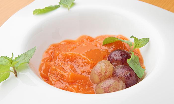 「白ワインと野菜ジュースのゼリー ぶどうとミントのマリネと」レシピ(作り方)