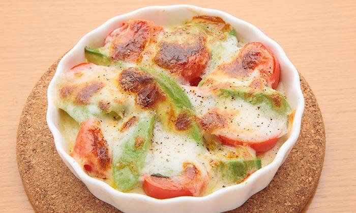 アボカドとミニトマト、モッツァレラチーズの焼きカプレーゼのレシピ(作り方)