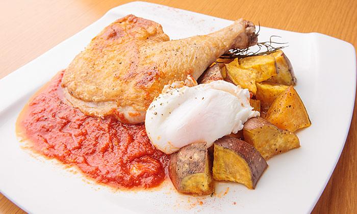 骨付き鶏モモ肉のロースト マレンゴ風安納芋のローズマリーロースト添えのレシピ(作り方)