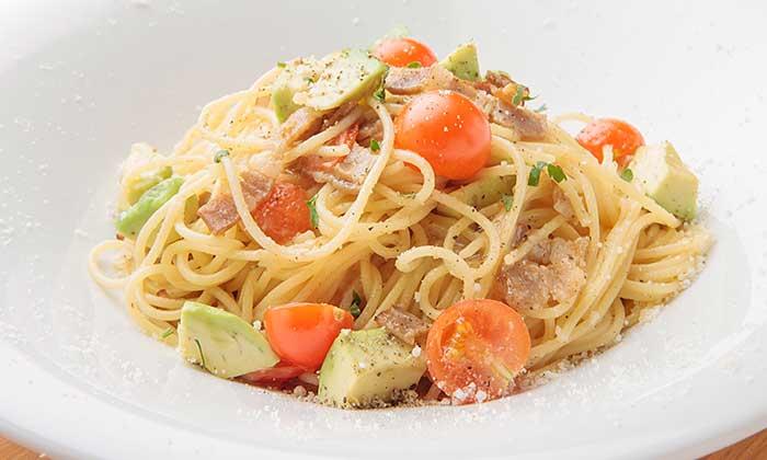 ベーコン、ミニトマト、アボカド、バジルのスパゲティのレシピ(作り方)