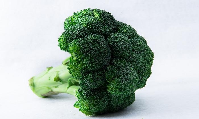 ブロッコリーを美味しく食べる「切り方・洗い方・茹で方」