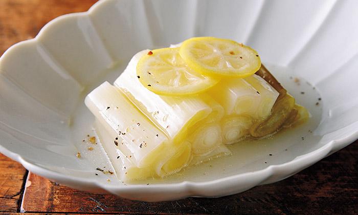 シンプルだから美味しい「蒸しねぎ」のレシピ(作り方)