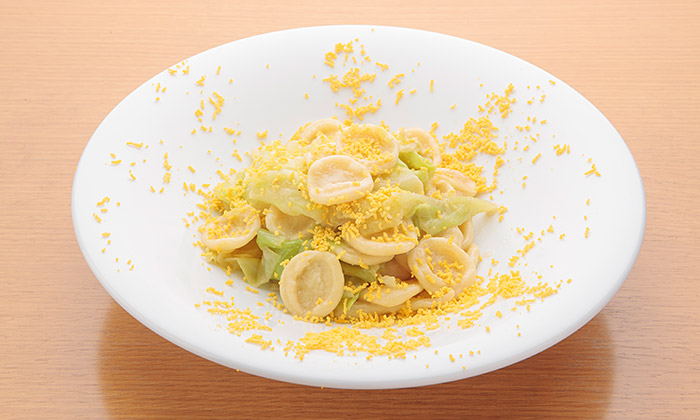 キャベツとアンチョビのオレキエッテ ミモザ風のレシピ(作り方)