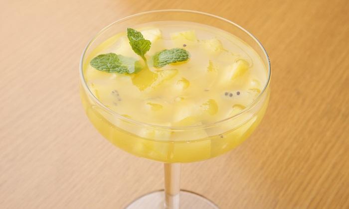 家庭で作れる本格イタリアン!パイナップルとキウイ、レモンのゼリー寄せ