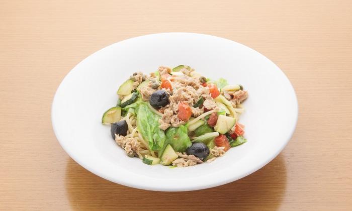 家庭で作れる本格イタリアン!ツナとズッキーニ、レタスのスパゲティ(ナポリ風)