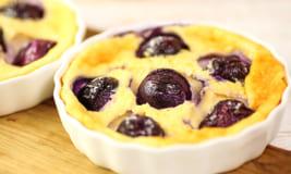 【とにかく簡単】卵を使ったお手軽デザート「ぶどうのクラフティ」